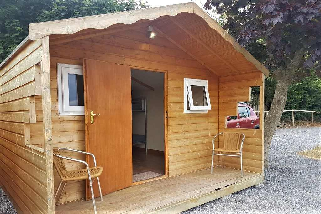 brown-nore-valley-park-wooden-lodges-with-decking