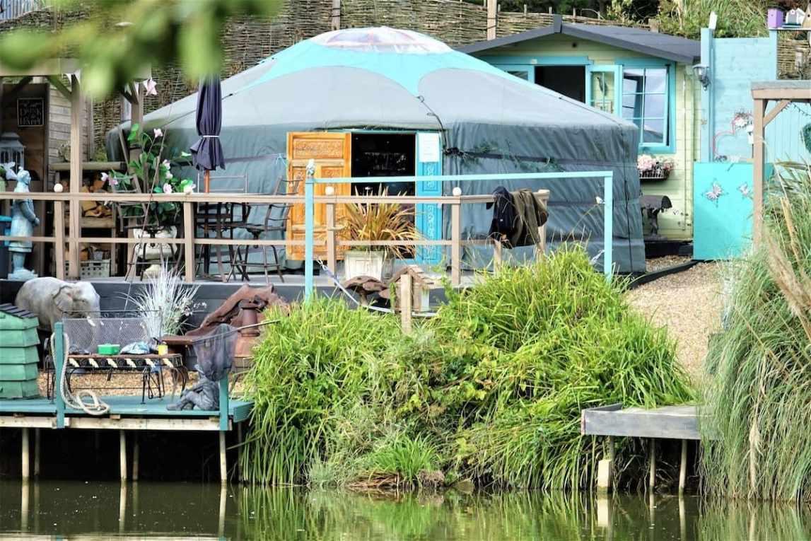 grey-and-blue-lakeland-yurt-by-lake