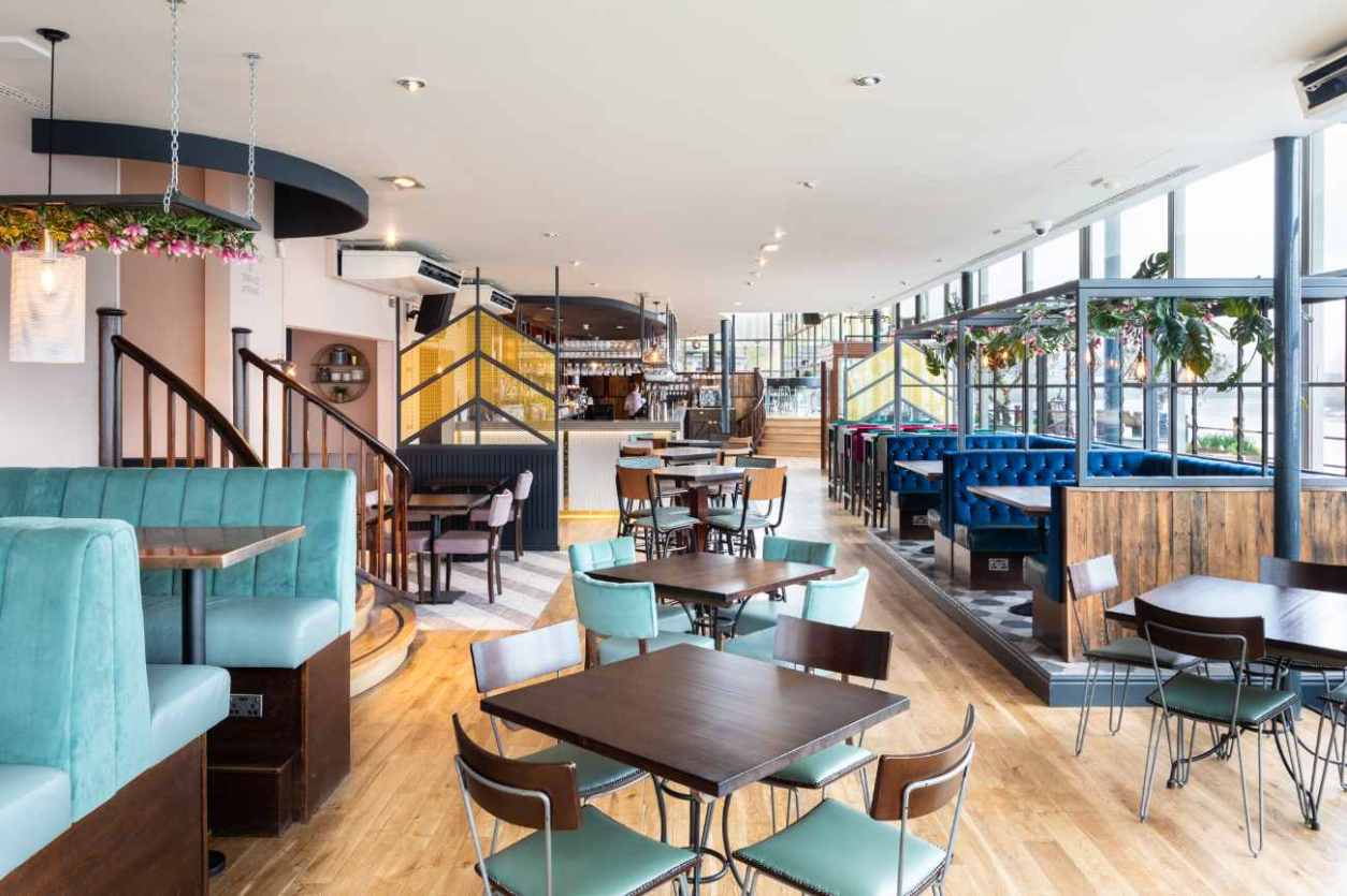 interior-of-pitcher-and-piano-bar-and-restaurant-bottomless-brunch-newcastle
