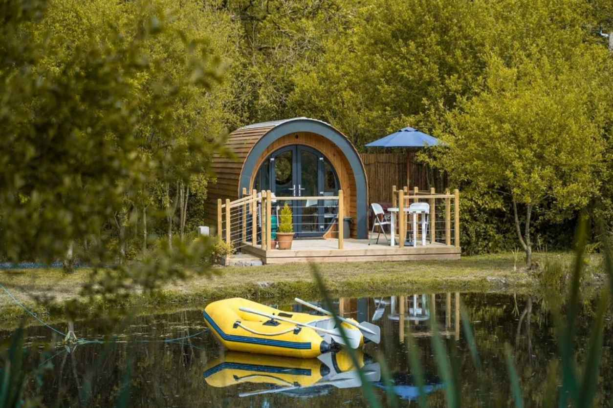 sunset-on-the-water-pod-by-lake-surrounded-by-trees-glamping-south-wales
