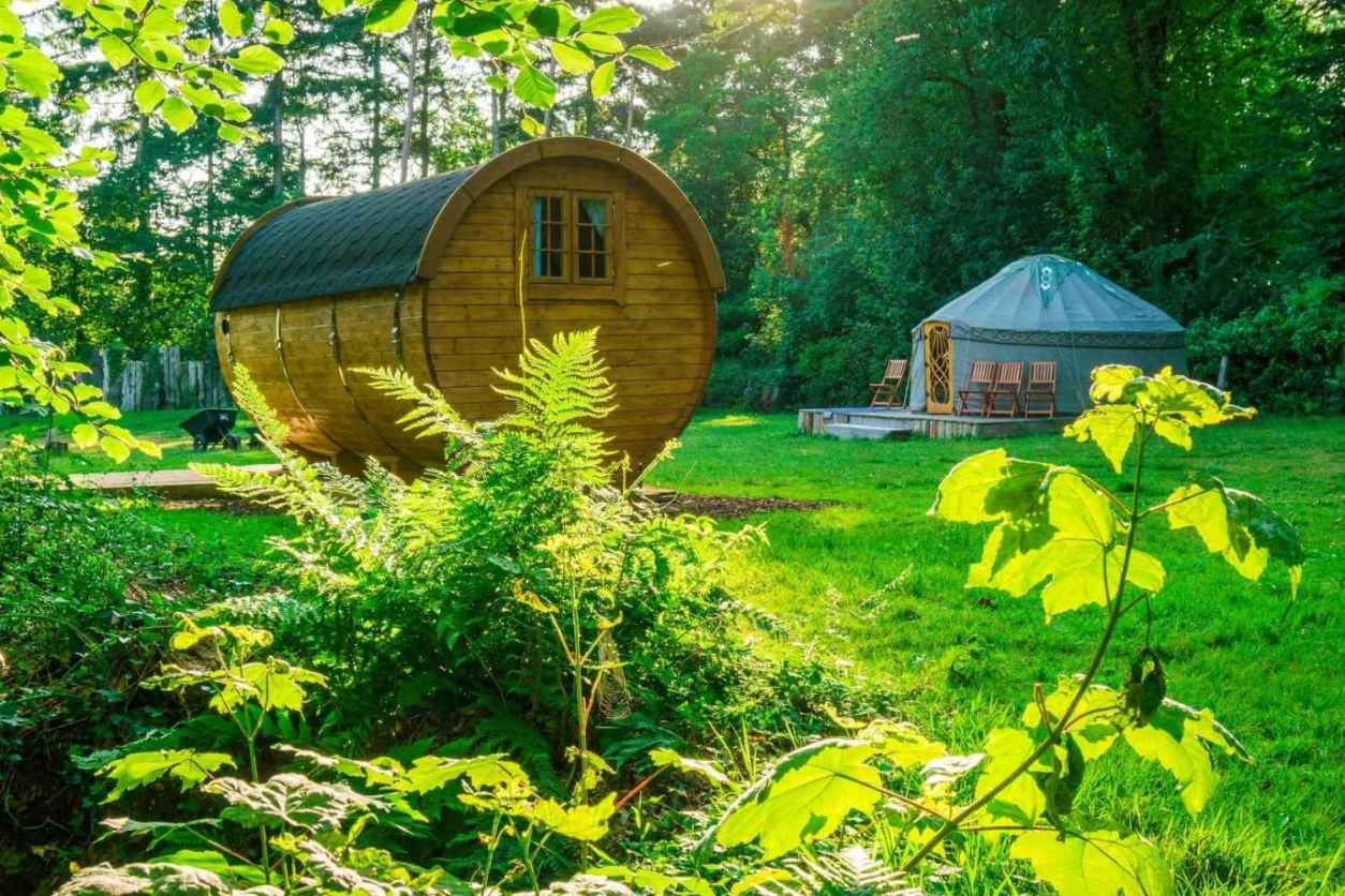 yurt-and-barrel-in-field-at-castle-knights-glamping