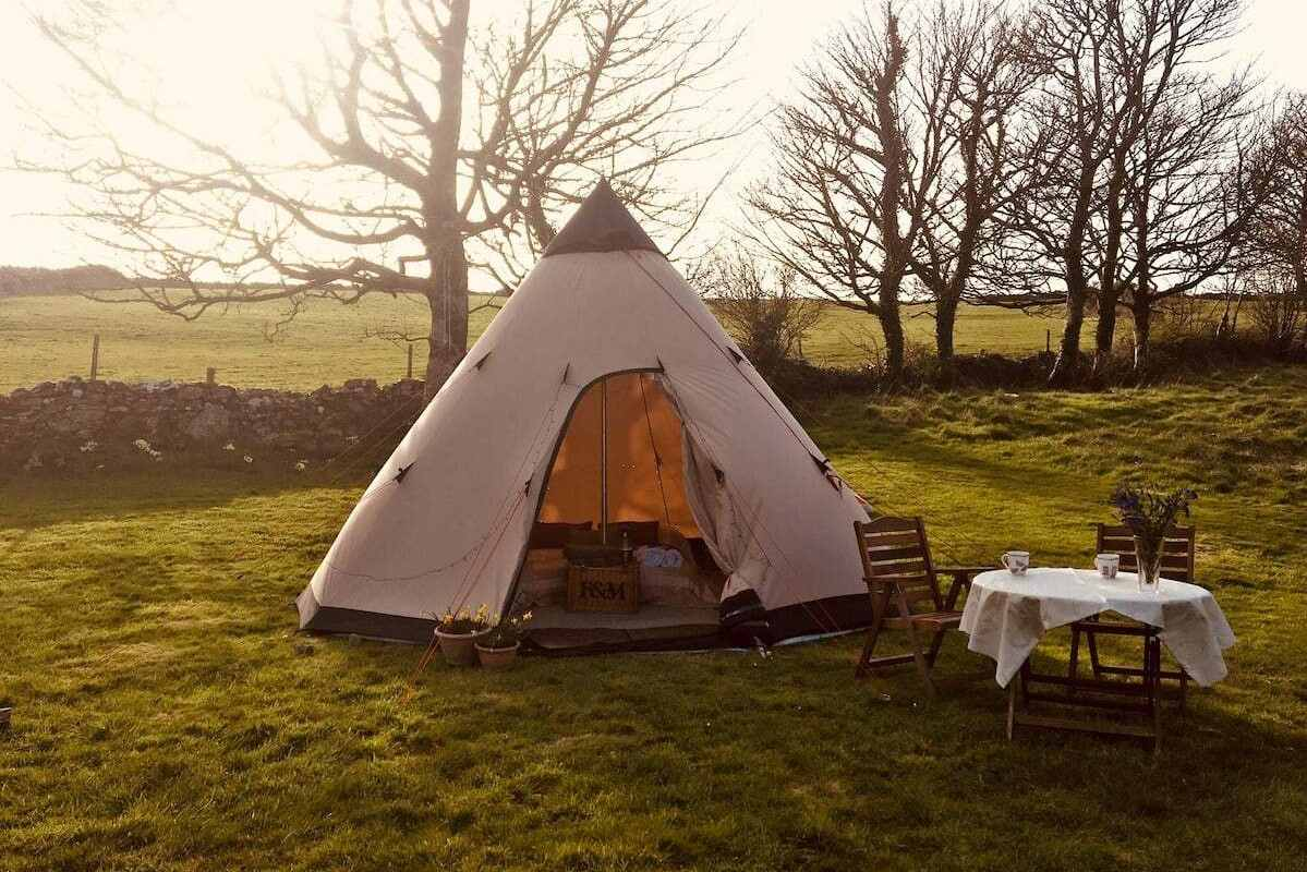 ard-radharc-tipi-with-outdoor-seating-in-field-at-sunset