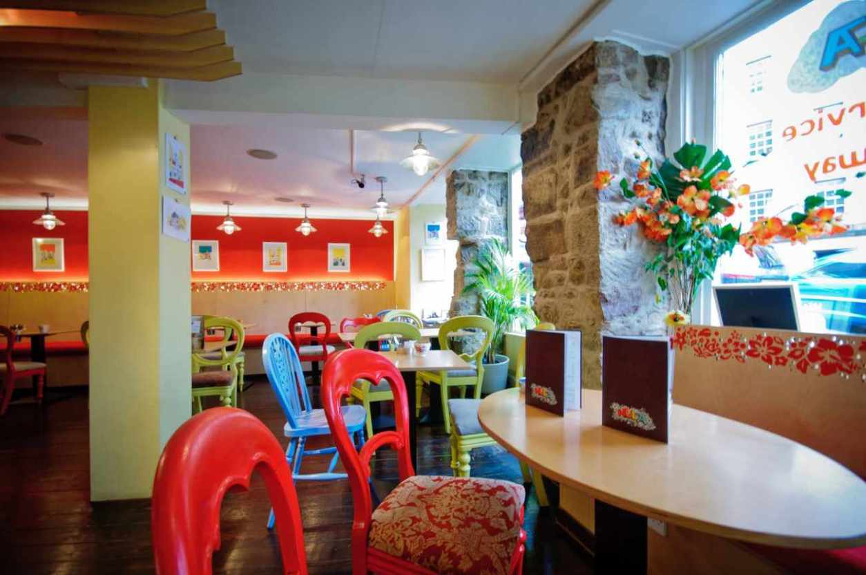colourful-interior-of-hula-juice-cafe