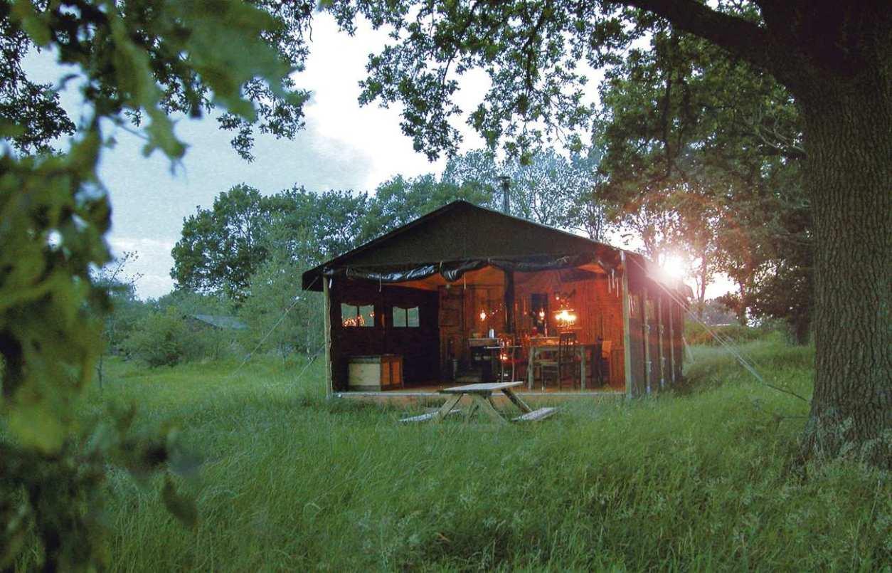 dolphinholme-farm-safari-tent-in-field-at-sunset