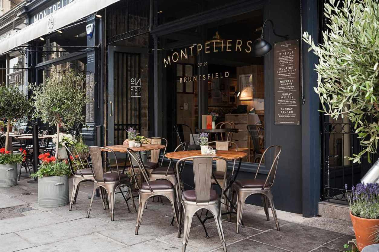 exterior-seating-outside-montpeliers-restaurant-bruntsfield-best-brunch-in-edinburgh