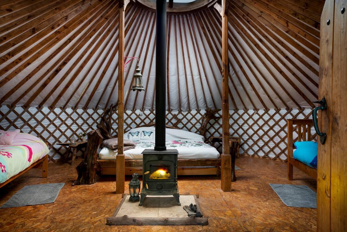 interior-of-driftwood-yurt-at-pink-apple-orchard-glamping-leitrim