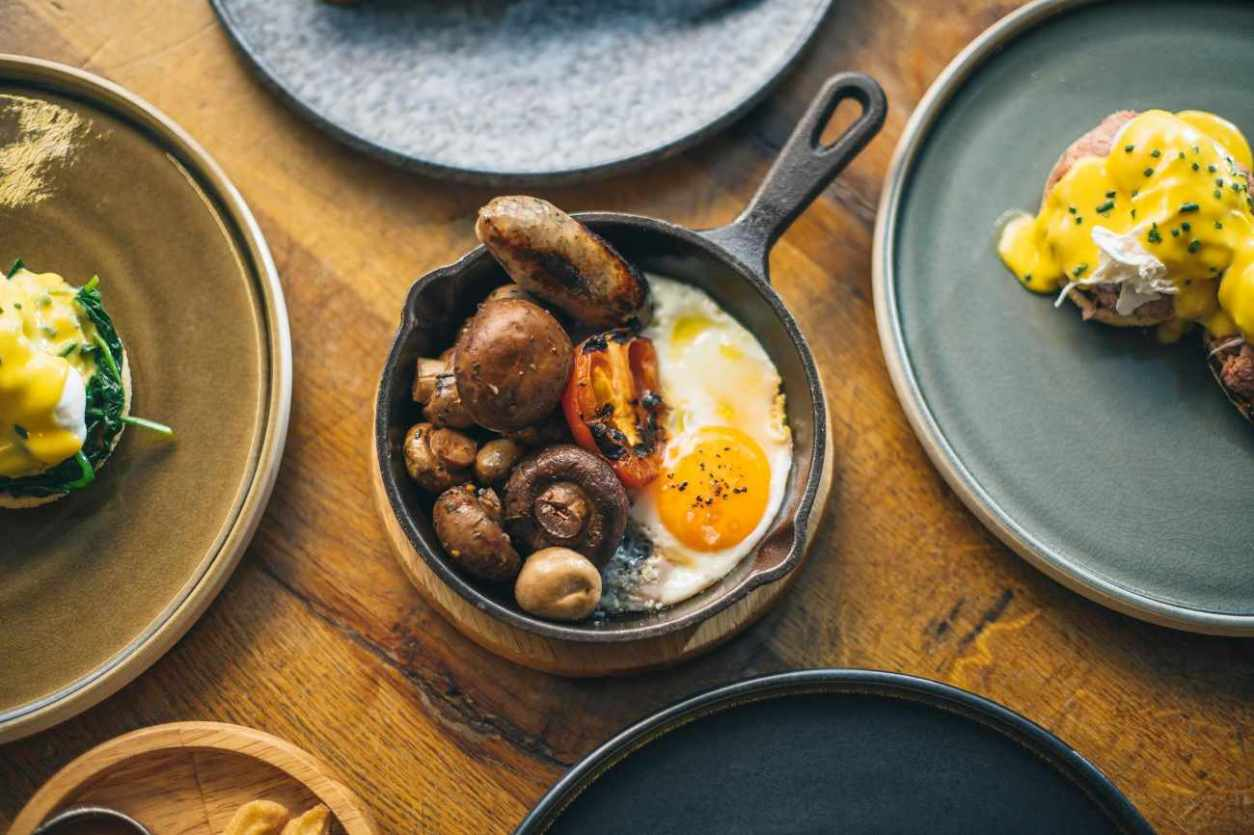 plates-of-gaucho-electro-brunch-on-table