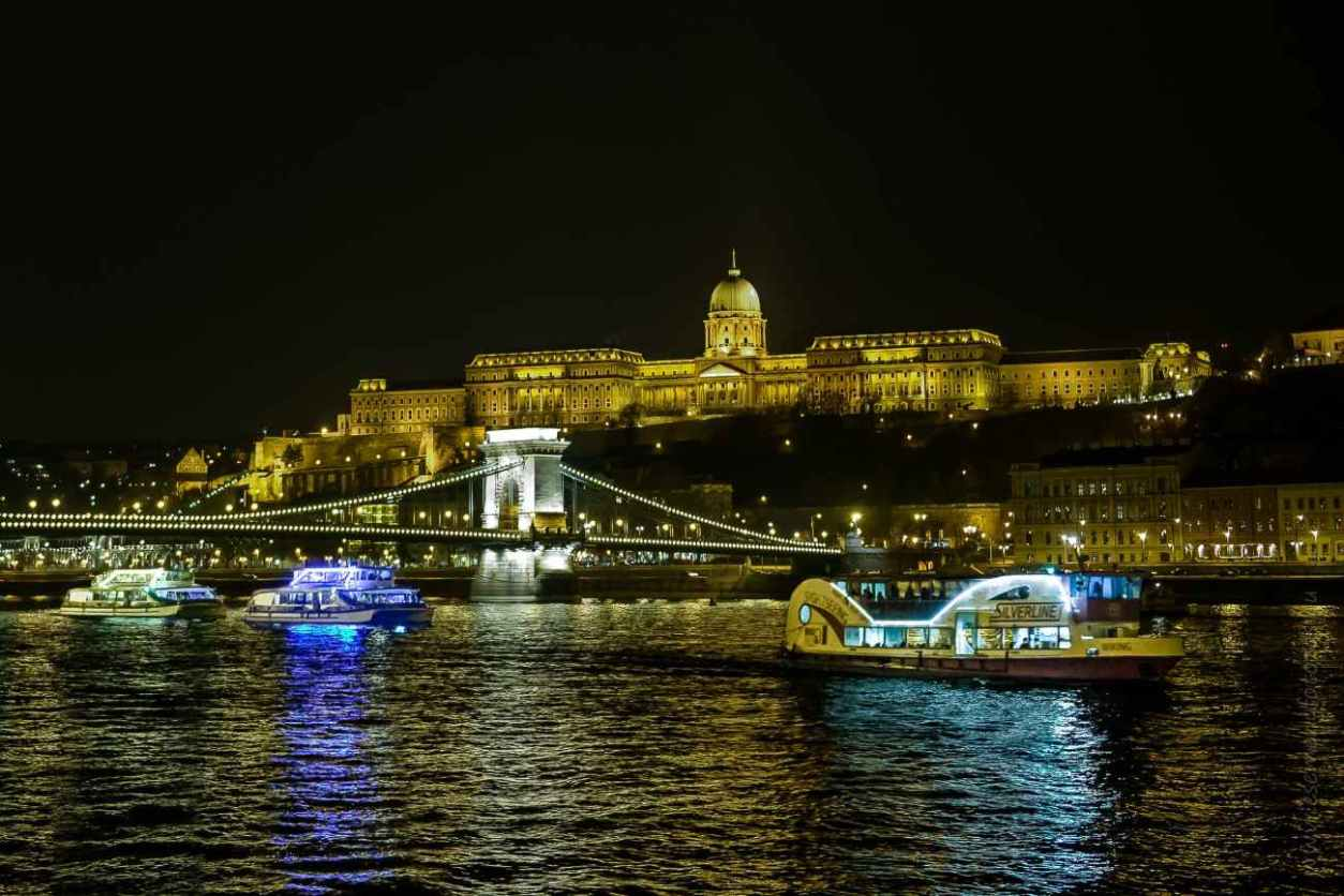 silverline-boat-cruise-going-down-the-danube-river-at-night