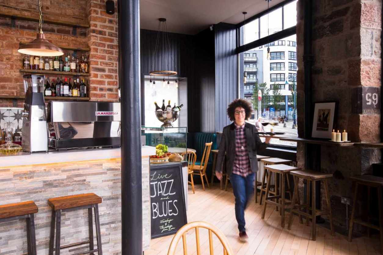 waitress-serving-food-at-toast-cafe-in-leith