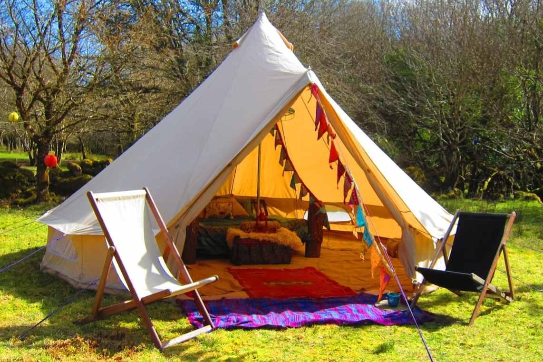white-cúlú-fia-wild-bell-tent-in-field