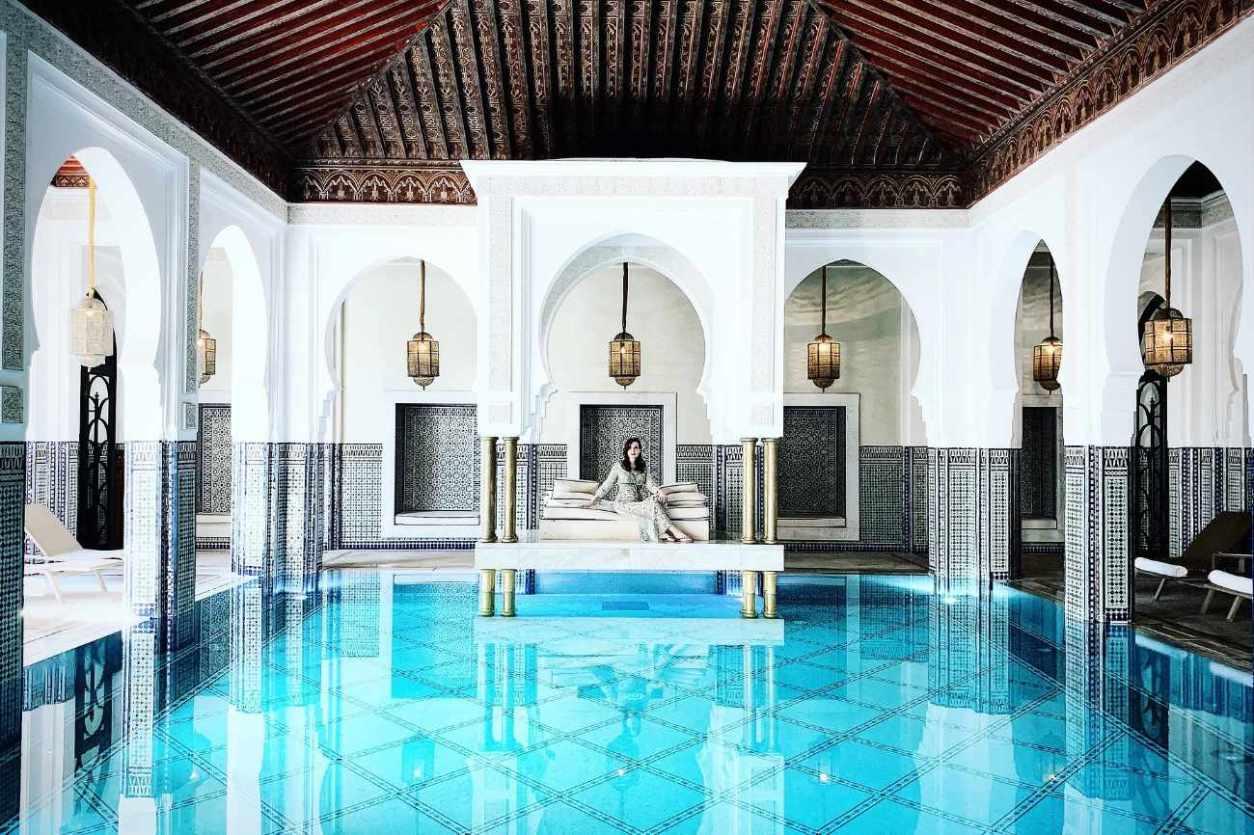woman-sat-on-sofa-inside-marrakech-spa-bath-marrakech-itinerary