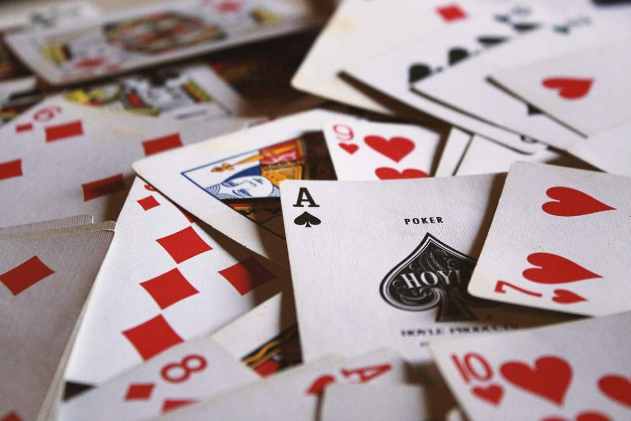 deck-of-playing-cards-scattered-everywhere