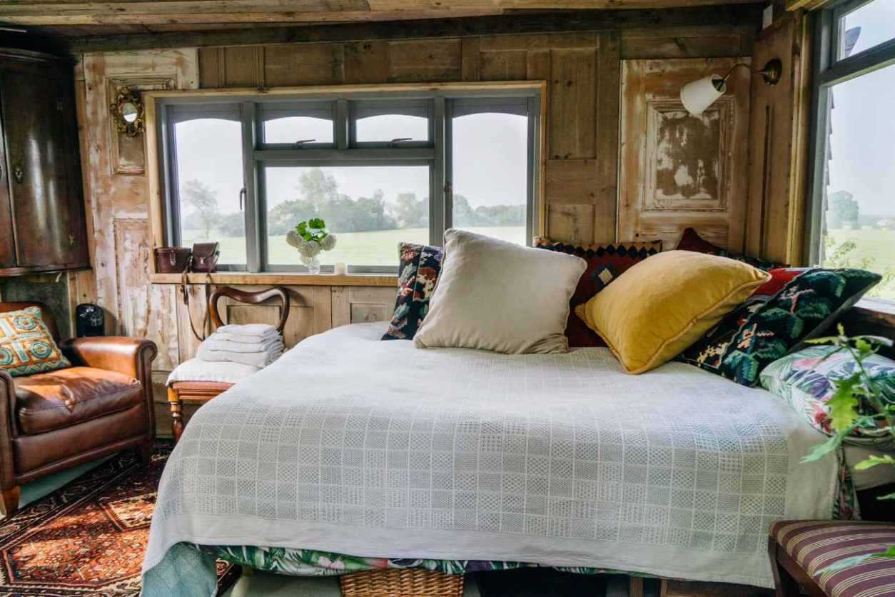 double-bed-and-seating-inside-elham-treehouse-glamping-kent
