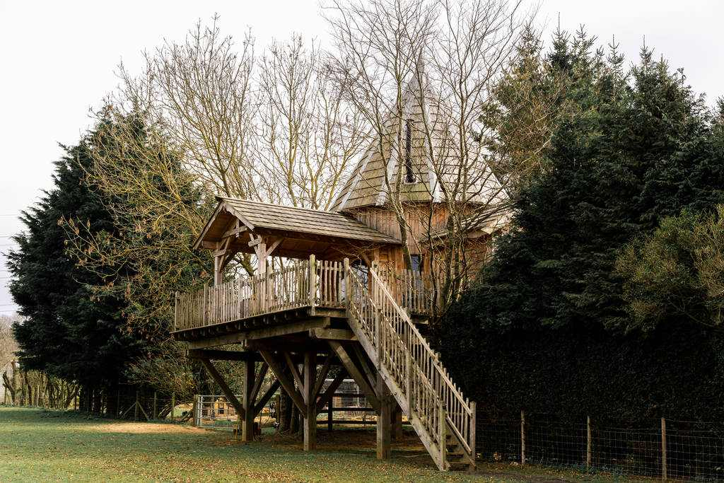 exterior-of-the-lodge-treehouse-with-terrace-glamping-kent