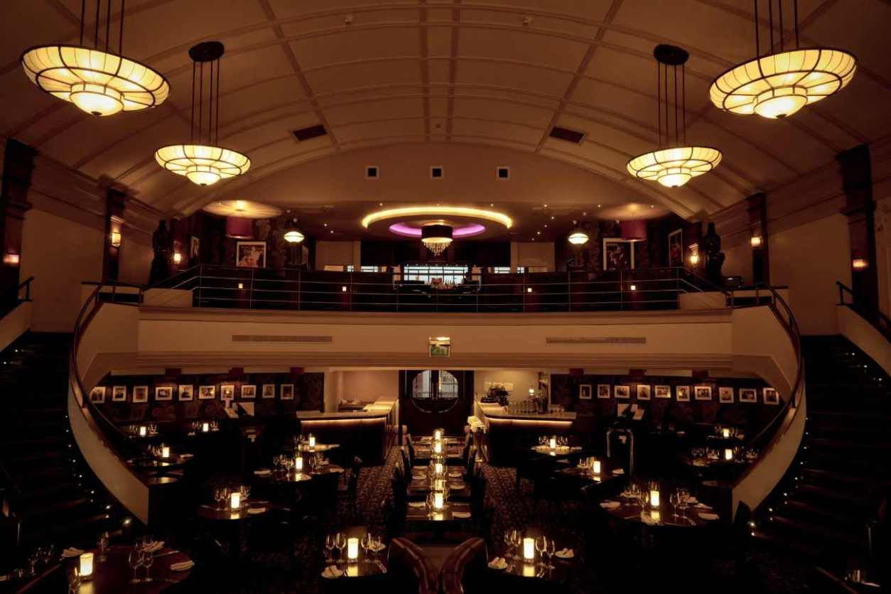 interior-of-the-daffodil-restaurant-with-balcony