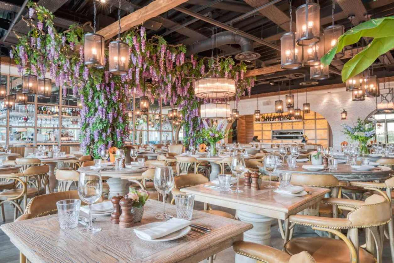 interior-of-victors-bottomless-brunch-oxford