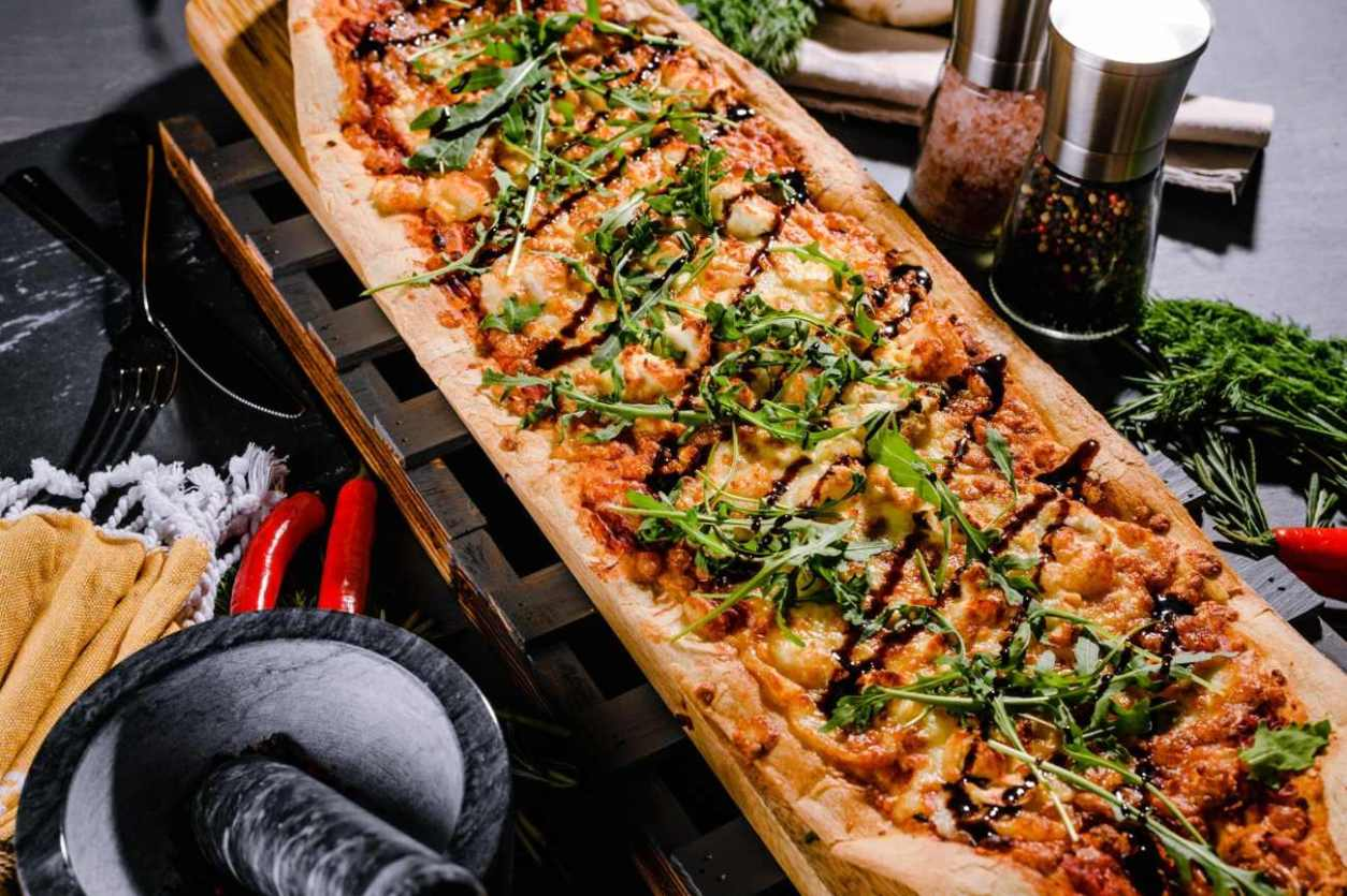 long-pizza-on-table-at-steinbeck-and-shaw