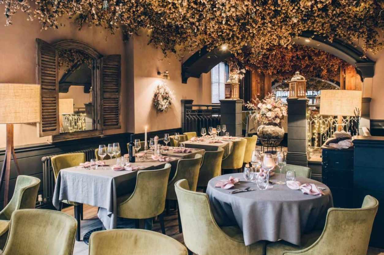 restaurant-tables-inside-six-bottomless-brunch-brighton