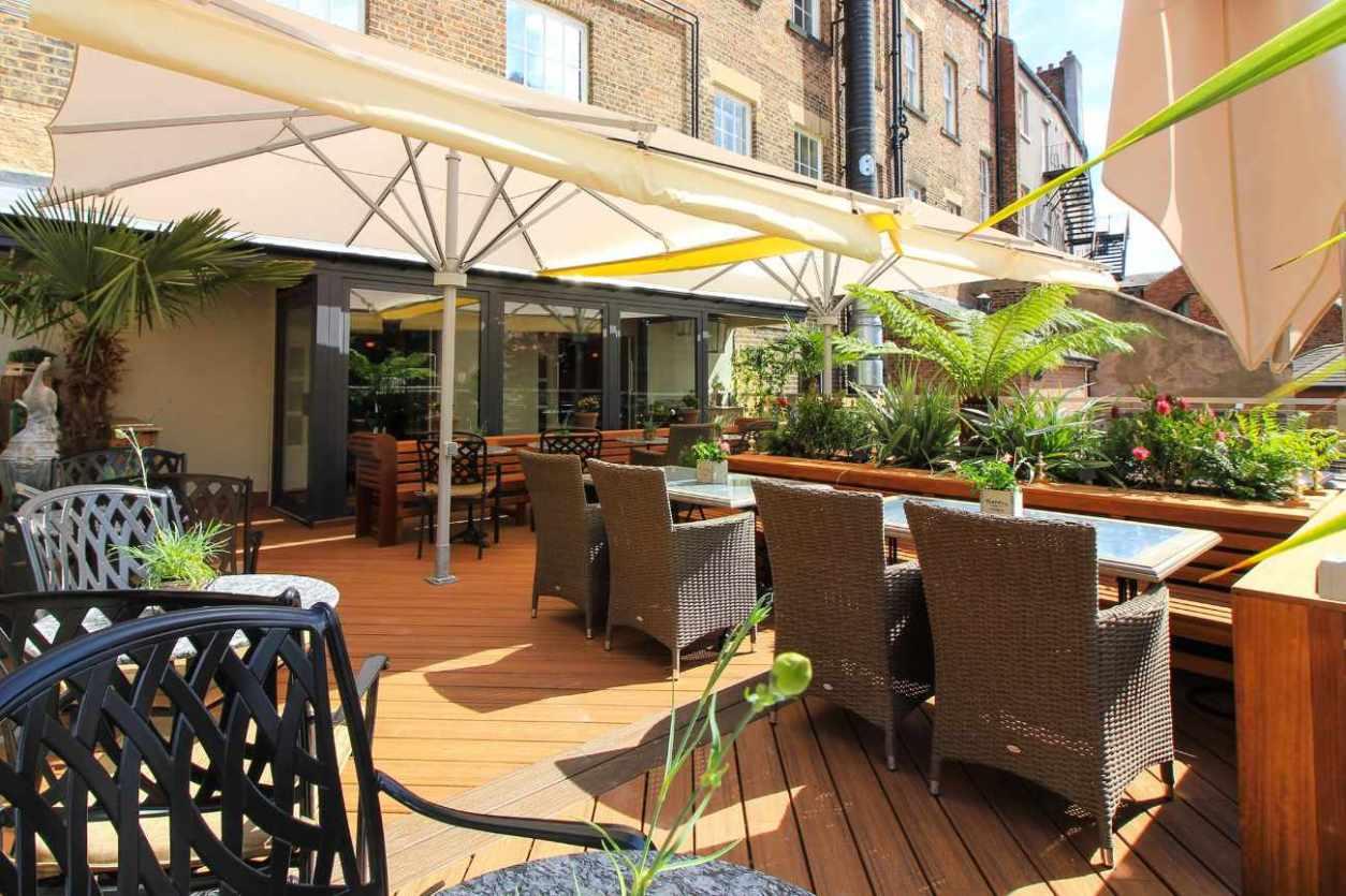 tables-on-terrace-of-barluga-bar