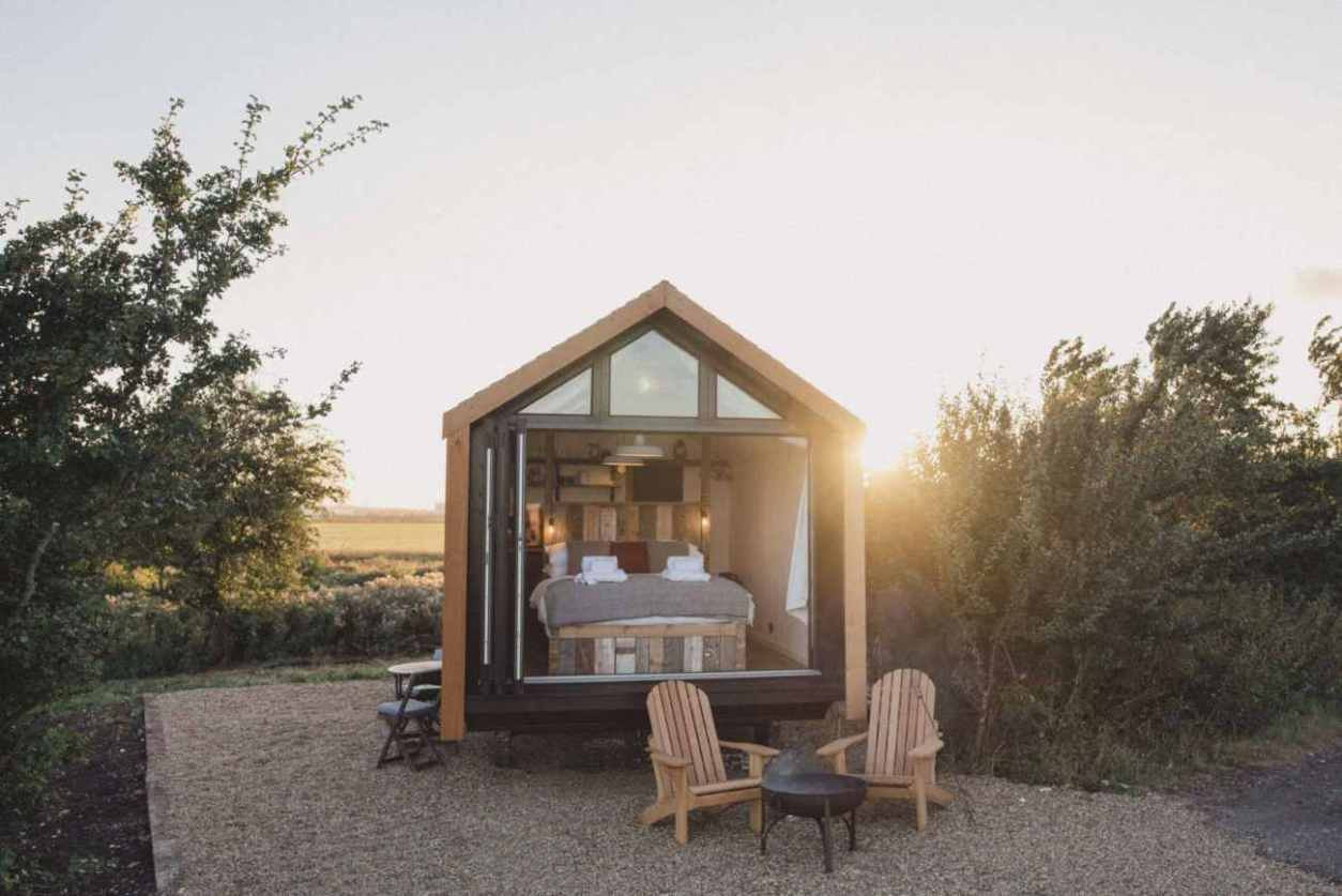 the-saltbox-shepherds-hut-at-elmley-nature-reserve-glamping-kent