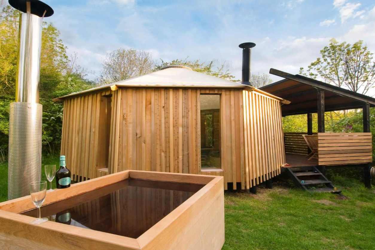 westley-farm-zen-den-cabin-with-outdoor-bath-glamping-gloucestershire