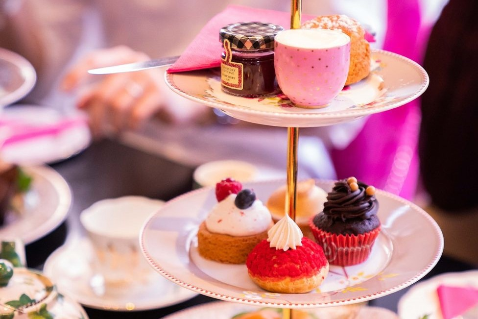 cakes-and-cups-of-tea-in-brigits-bakery