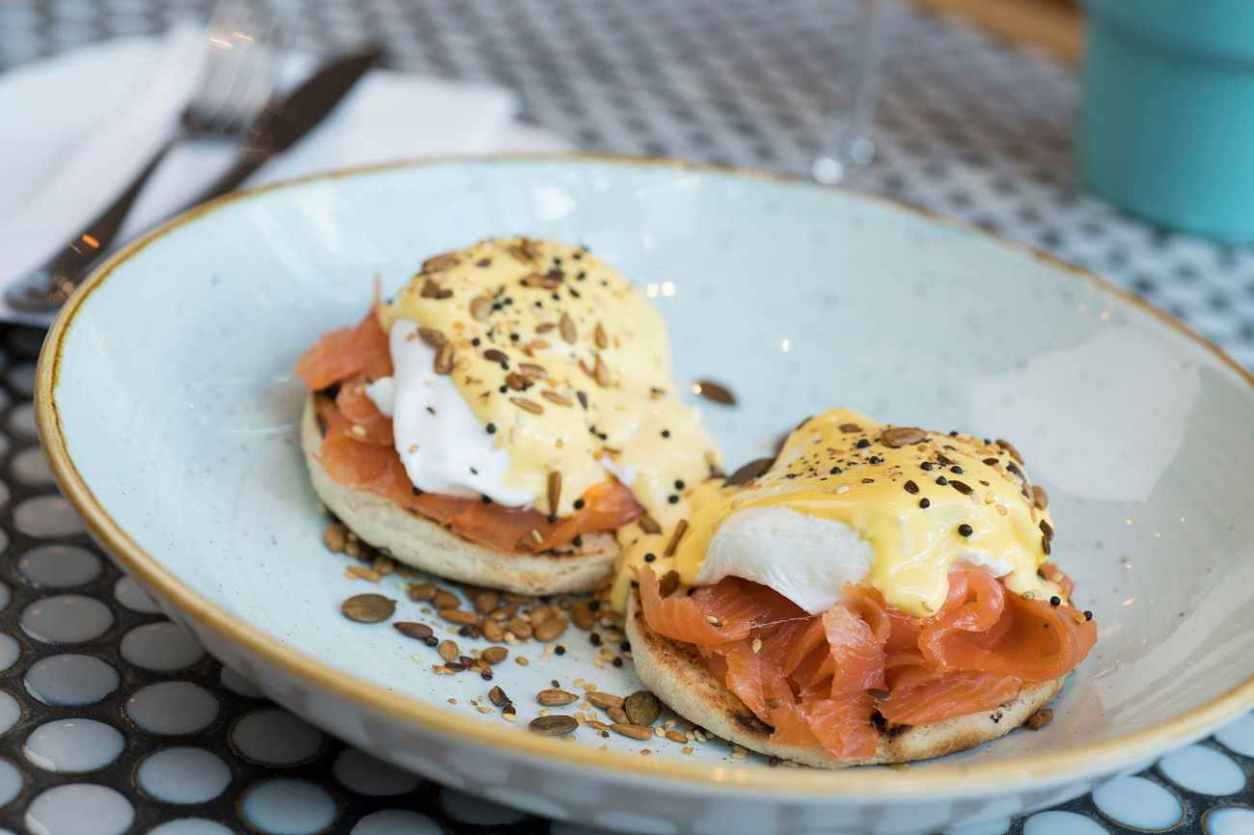 eggs-benedict-with-salmon-at-all-bar-one
