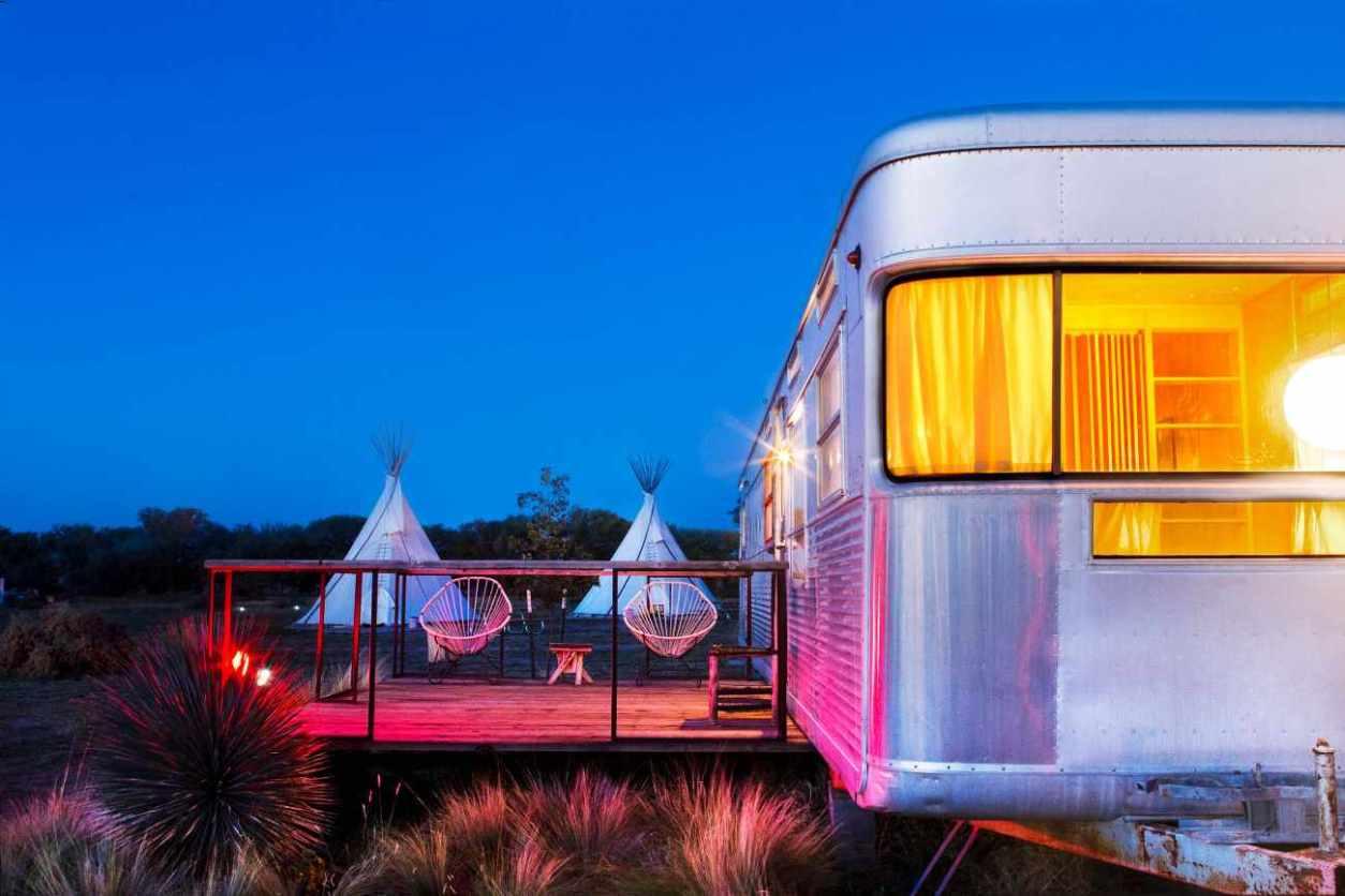 el-cosmico-trailer-lit-up-at-night-glamping-texas