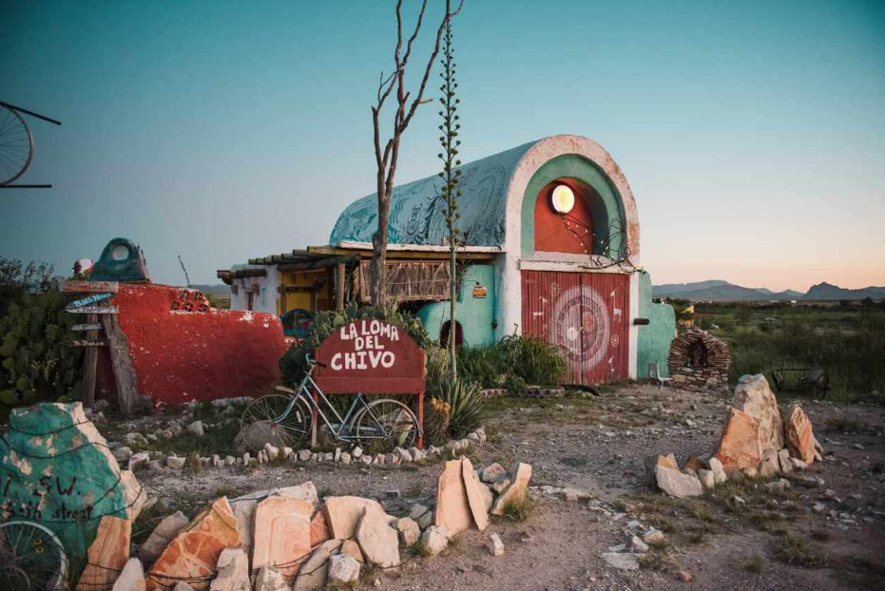 exterior-of-la-loma-del-chivo-the-goat-shed-glamping-texas