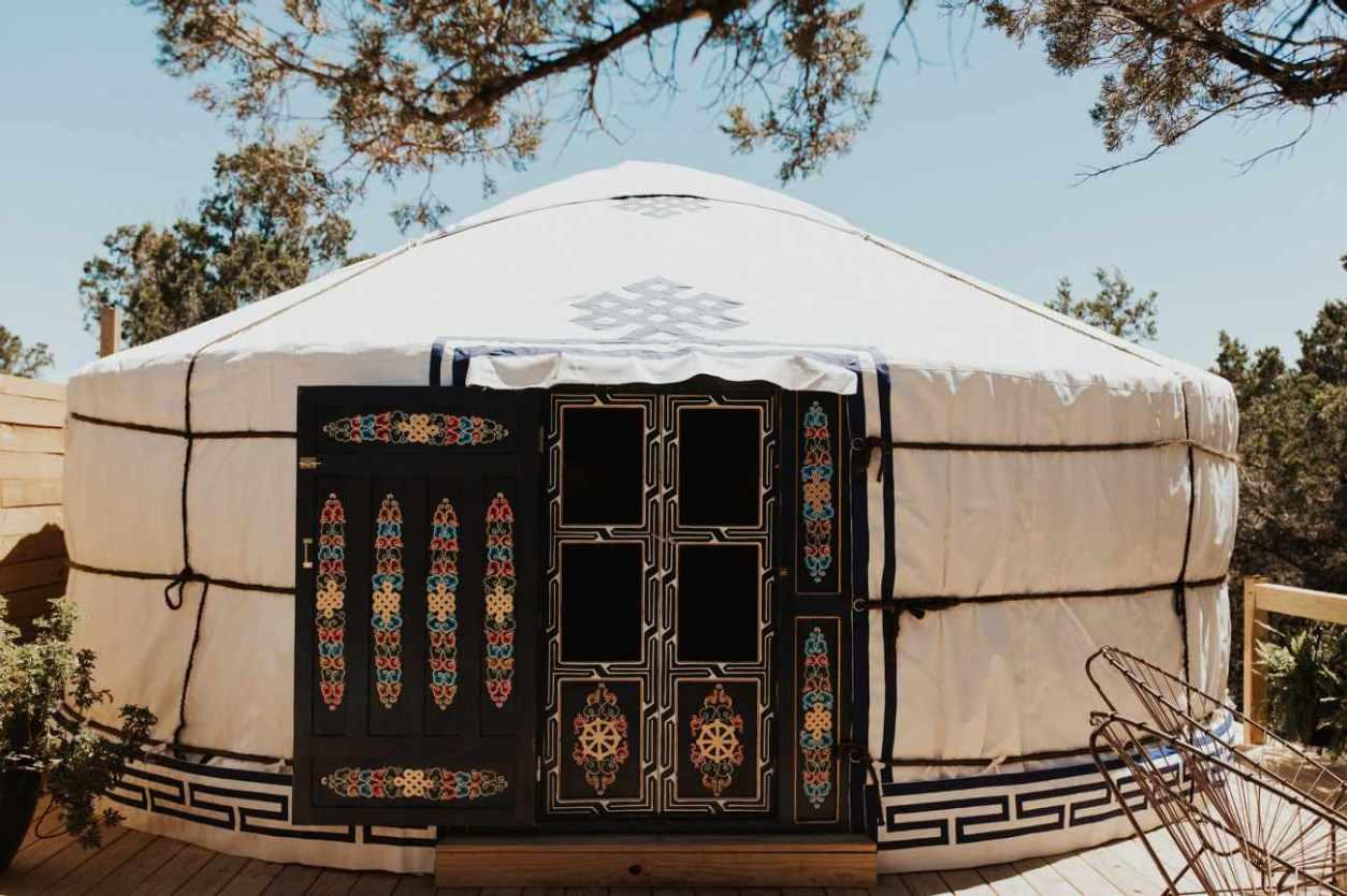 exterior-of-sasha-ger-yurt-at-yurtopia-on-sunny-day