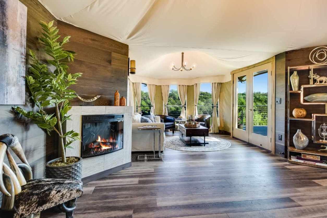 interior-of-firesong-ranch-ndotto-safari-tent-glamping-texas