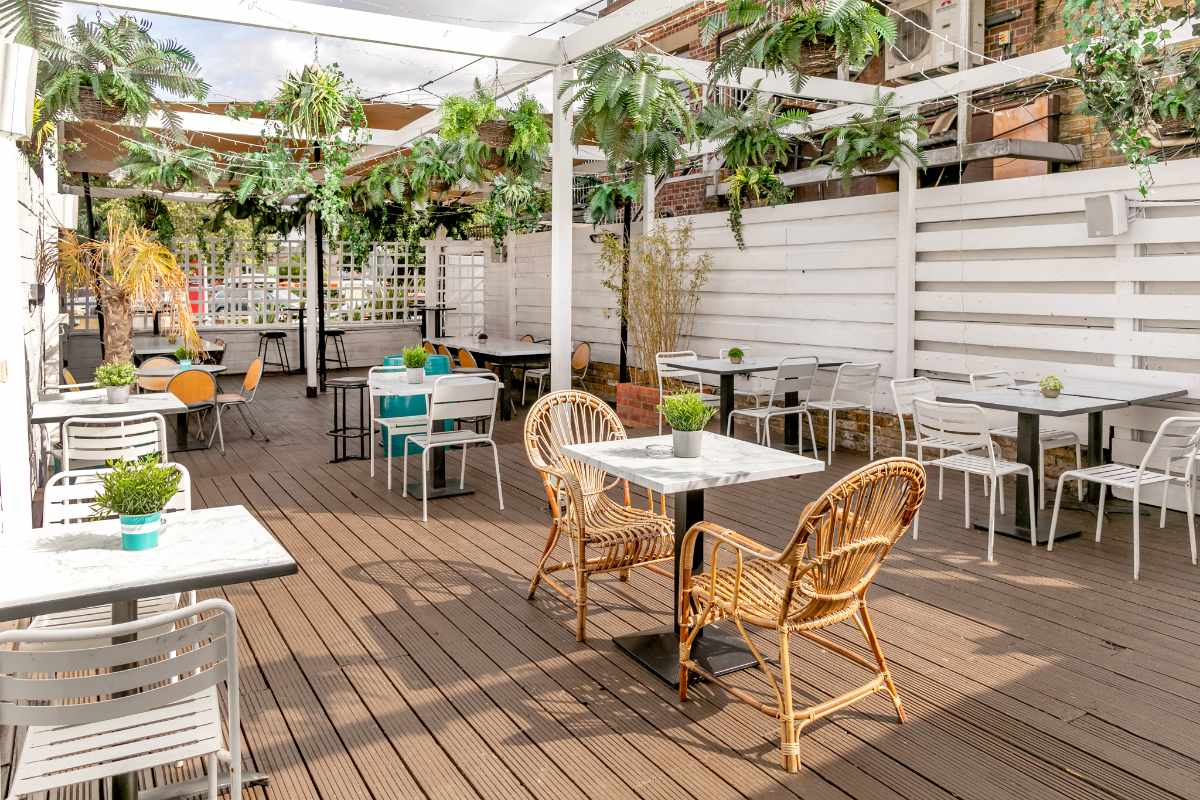 outdoor-seating-at-the-exhibit-bar-and-restaurant-bottomless-brunch-balham