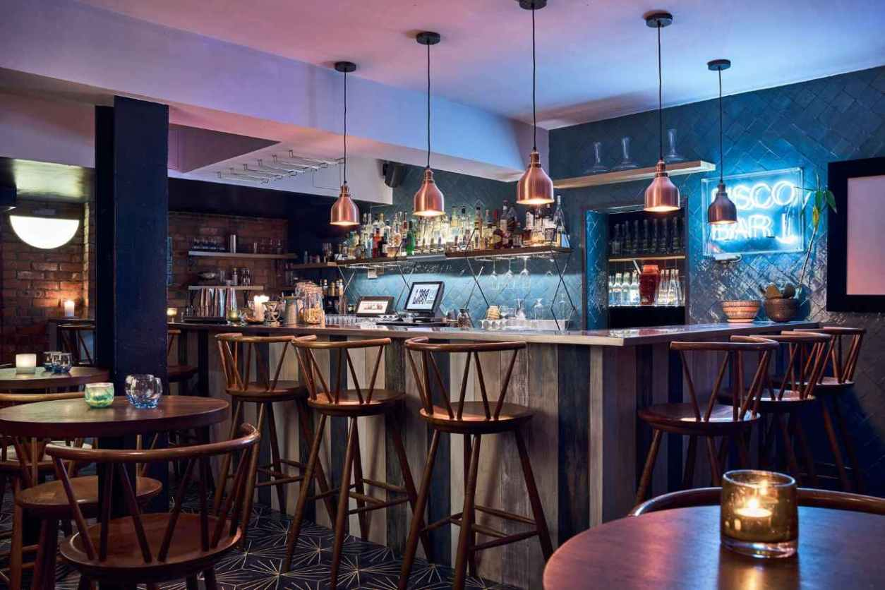 tables-and-bar-inside-floral-by-lima