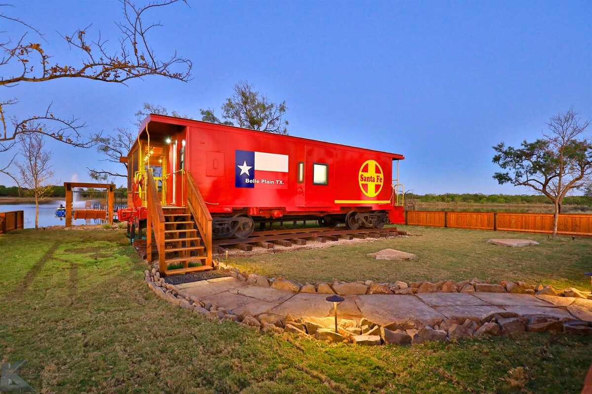 the-belle-plain-caboose-train-at-sunset-glamping-texas