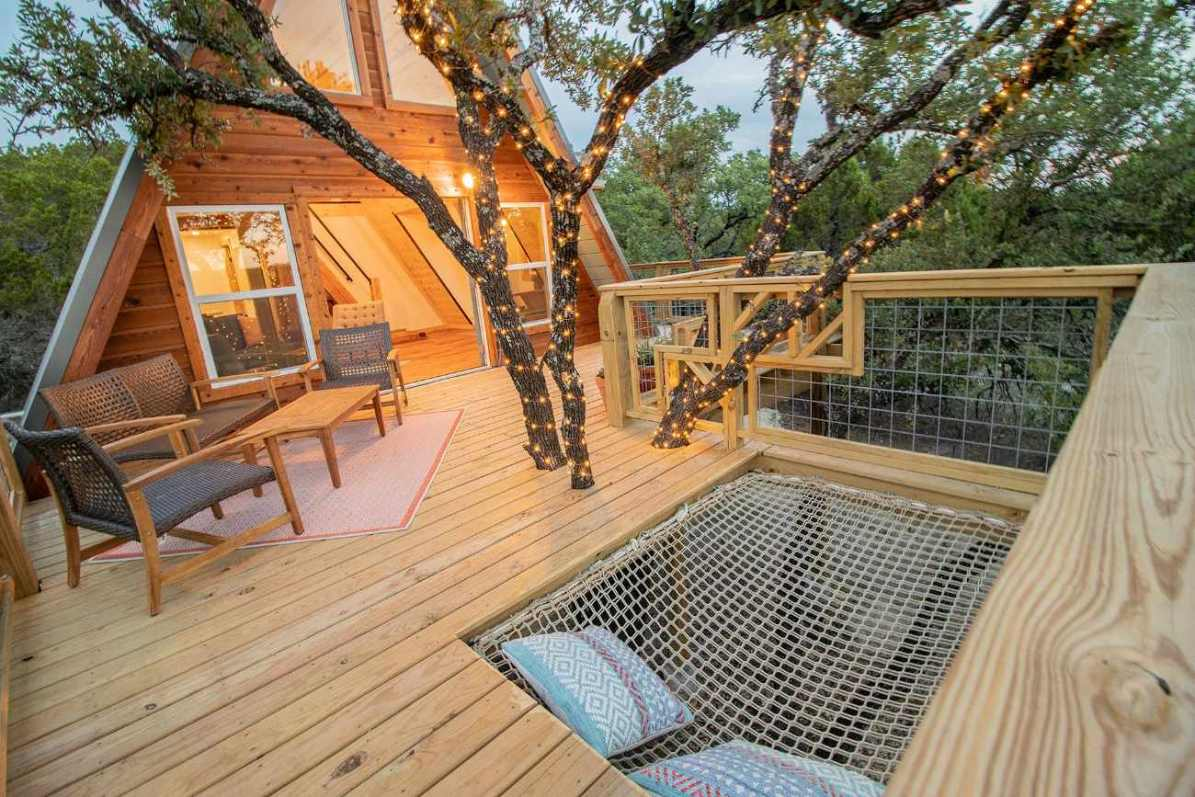 the-hive-treehouse-at-skybox-cabins-at-sunset-glamping-texas