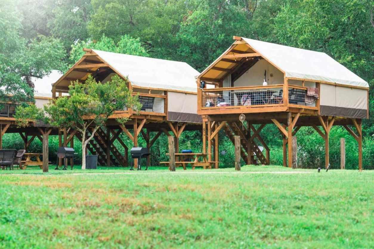 three-geronimo-creek-retreat-getaway-cabins-in-field