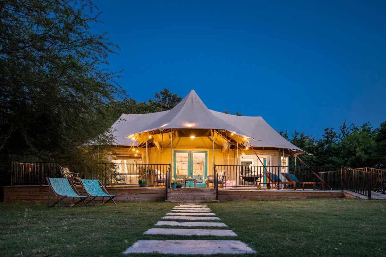 wahwahtaysee-resort-tent-lit-up-at-night-glamping-texas