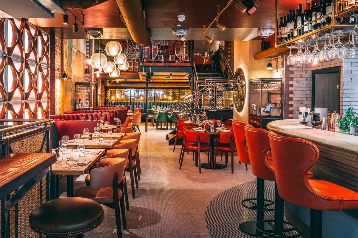 bar-and-tables-inside-old-compton-brasserie-bottomless-brunch-soho