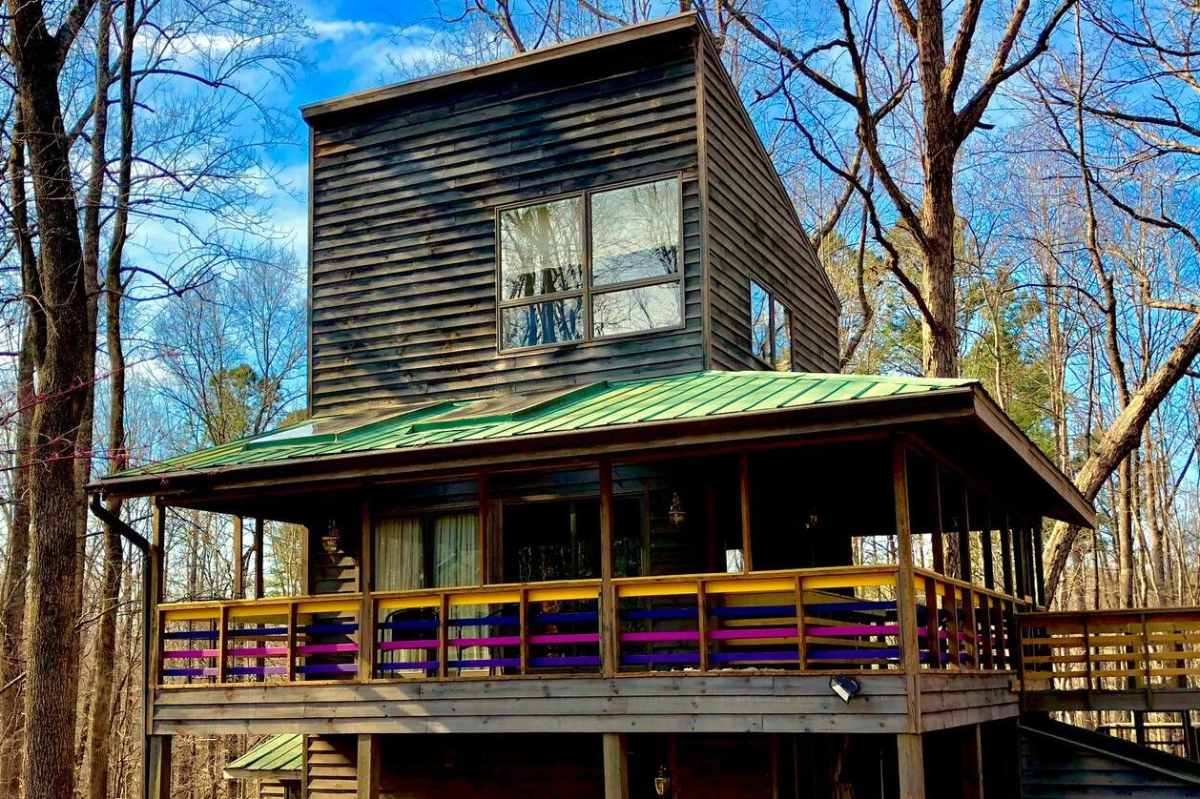 exterior-of-center-for-creative-balance-treehouse-on-sunny-day