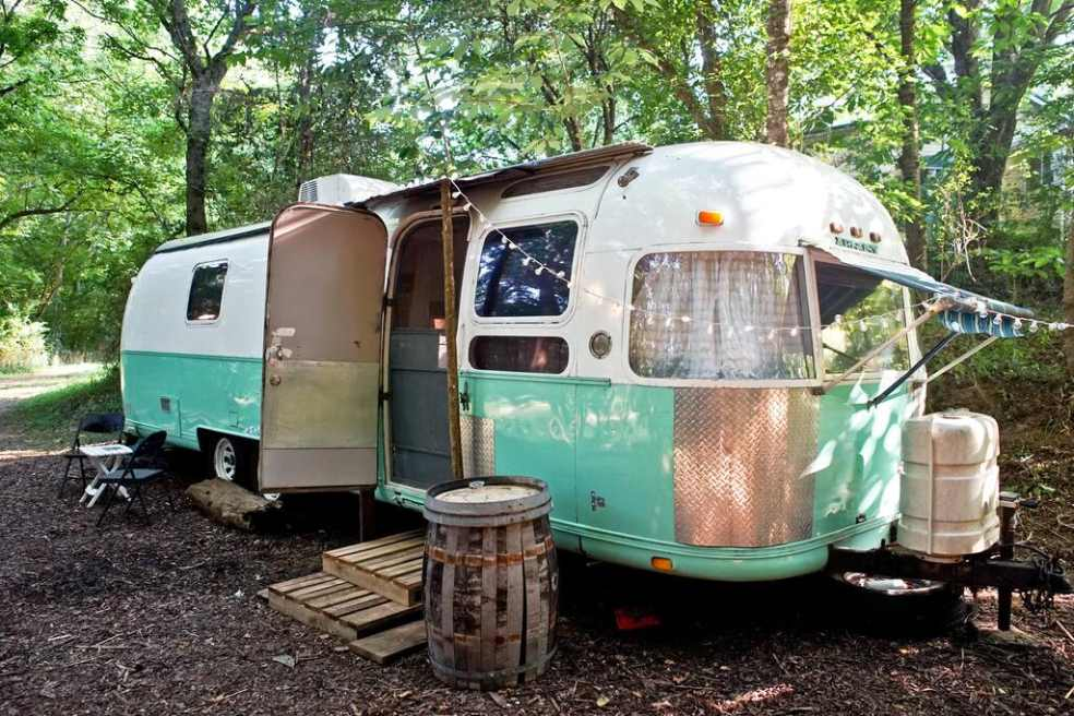 exterior-of-mint-and-white-1978-airstream-glamping-tennessee