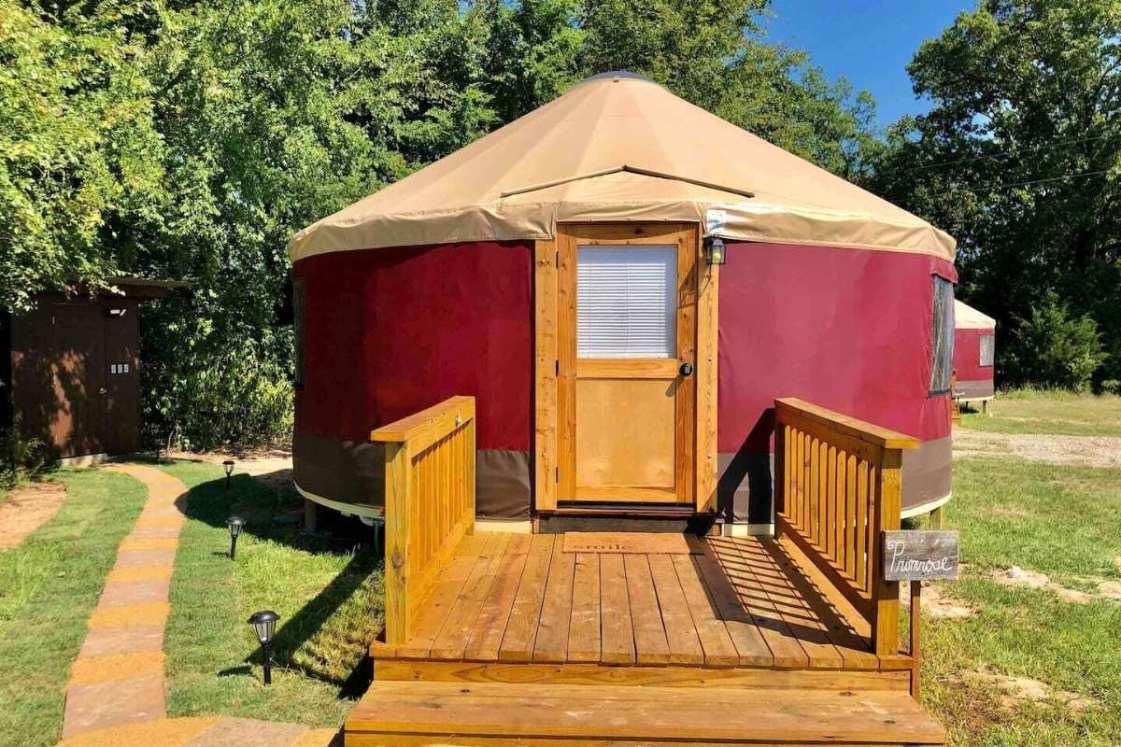 exterior-of-primrose-yurt-at-wildflower-yurts