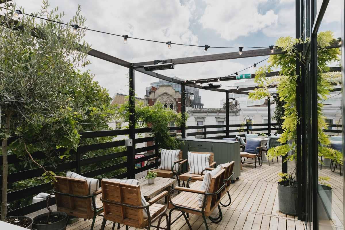 outdoor-seating-on-601-queens-road-terrace