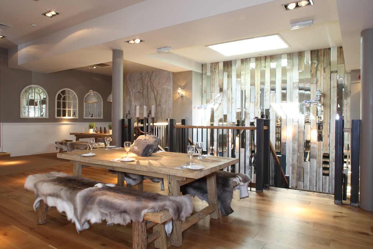 restaurant-table-inside-one-kew-road