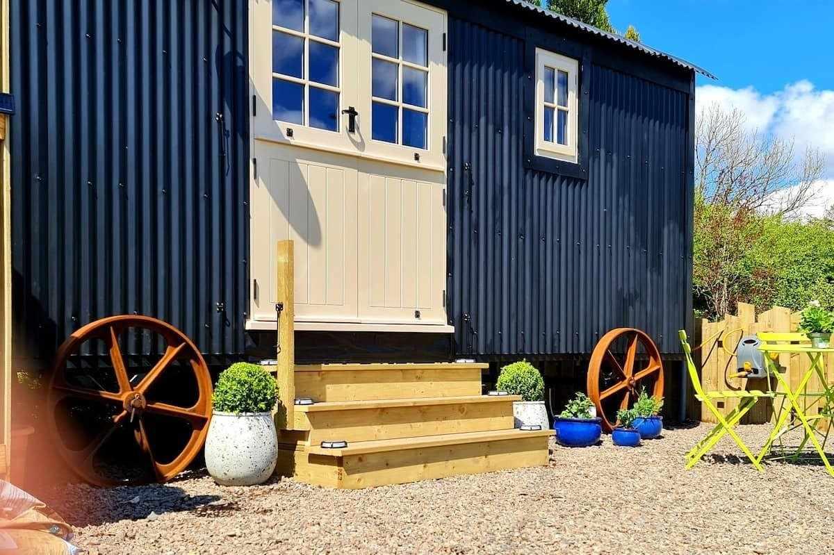 vintage-shepherds-hut-northumberland-shepherds-huts