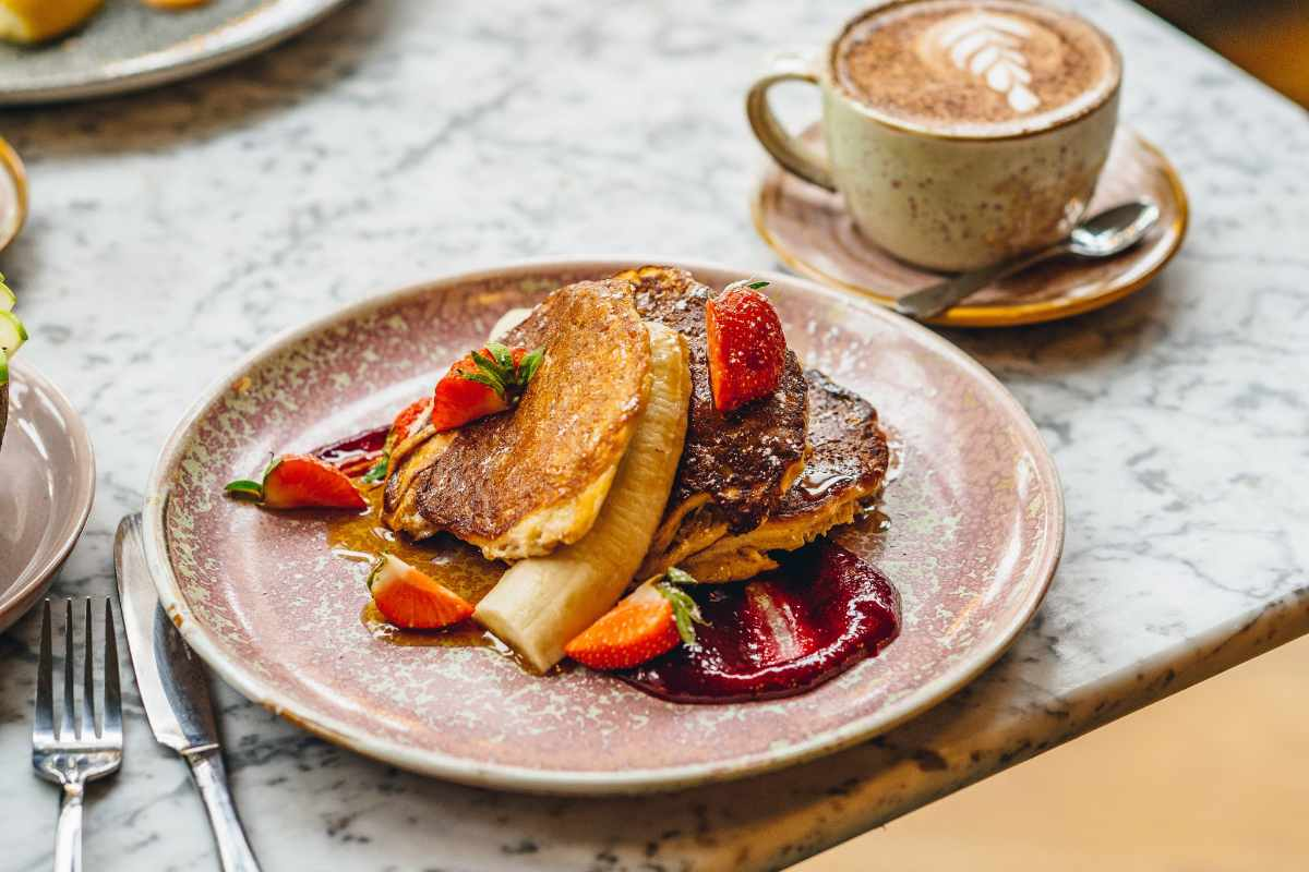 banana-pancakes-on-plate-at-the-skinny-kitchen-bottomless-brunch-canterbury