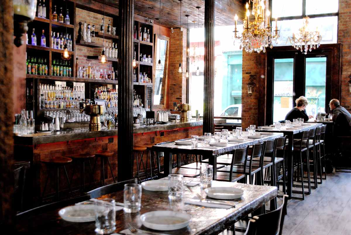 bar-and-tables-in-añejo-restaurant-bottomless-brunch-nyc