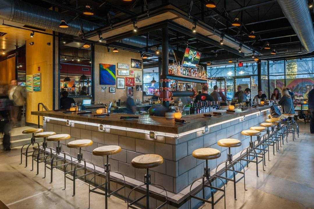 bar-in-palette-22-restaurant-in-the-evening