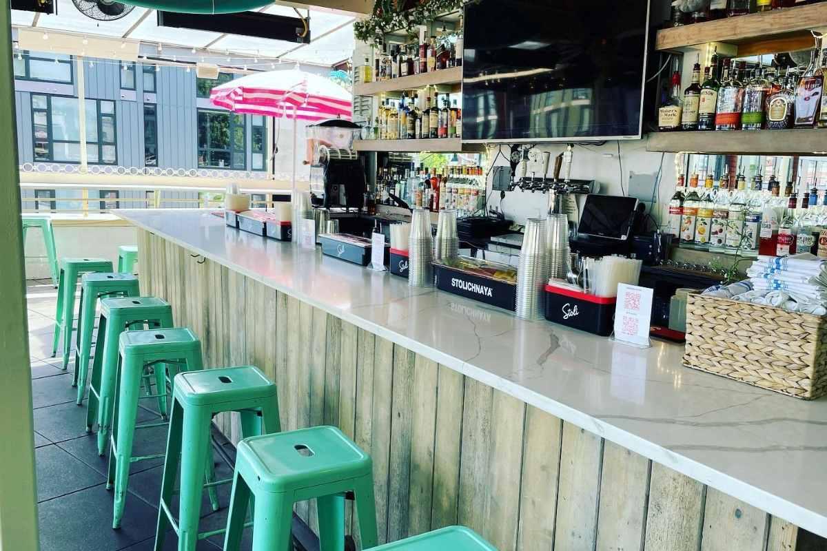 bar-seats-in-801-restaurant-and-bar