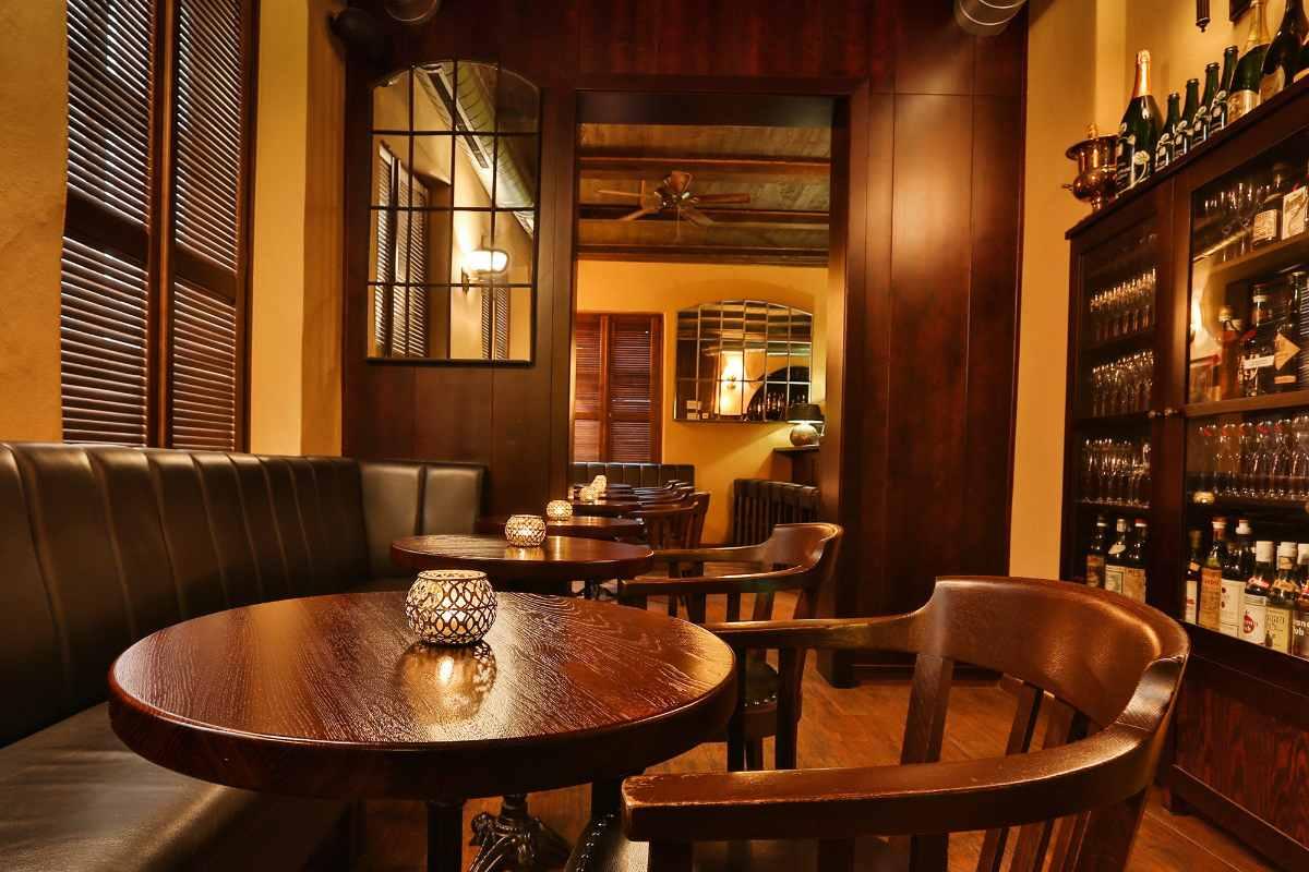 bar-tables-in-hemingway-bar