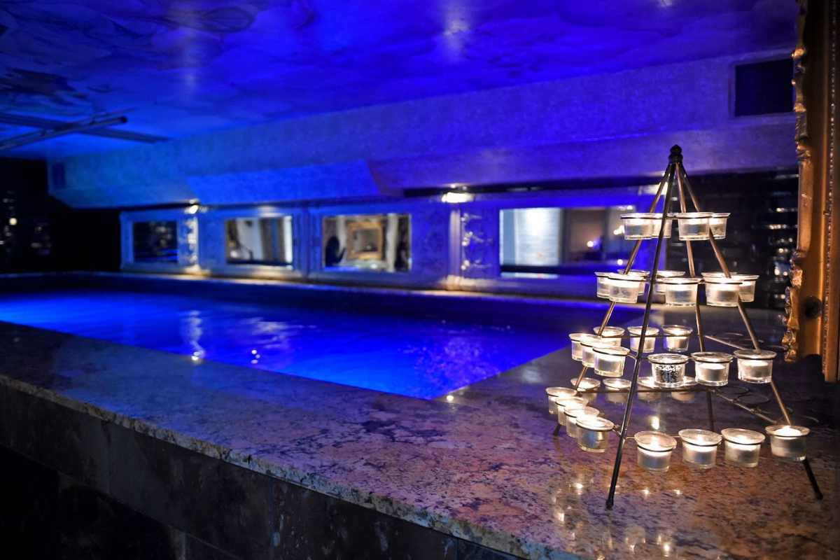 candles-on-poolside-in-morgans-spa-at-30-james-street